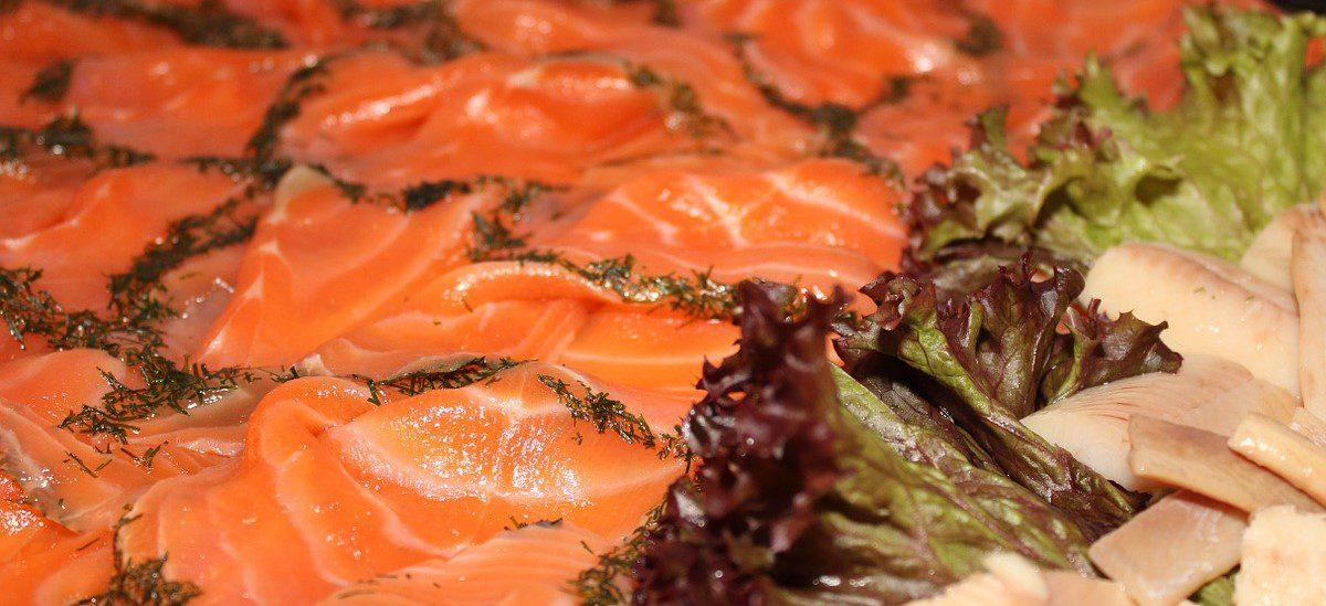 Fagottino di pasta fillo con pesto e salmone